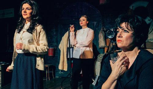 Lucy Penrose, Belinda Wollaston y Helen Sheals