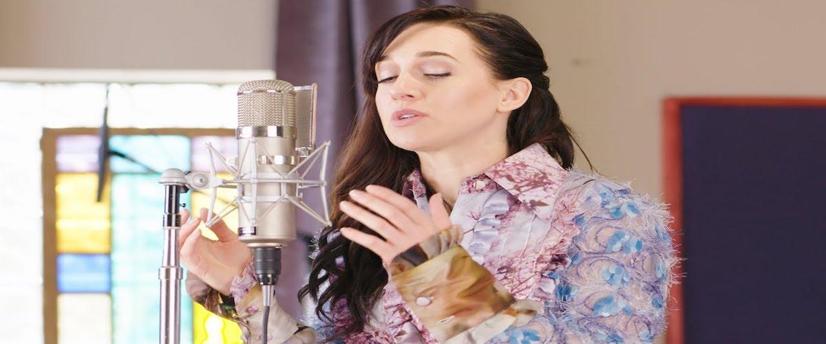 La cantante y actriz Lena Hall
